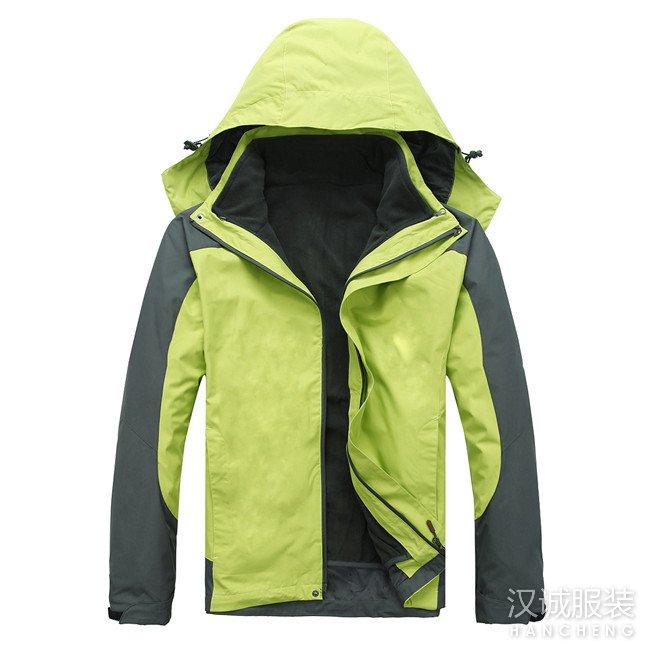 果绿色两件套冲锋衣