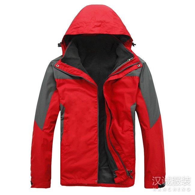 红色两件套冲锋衣